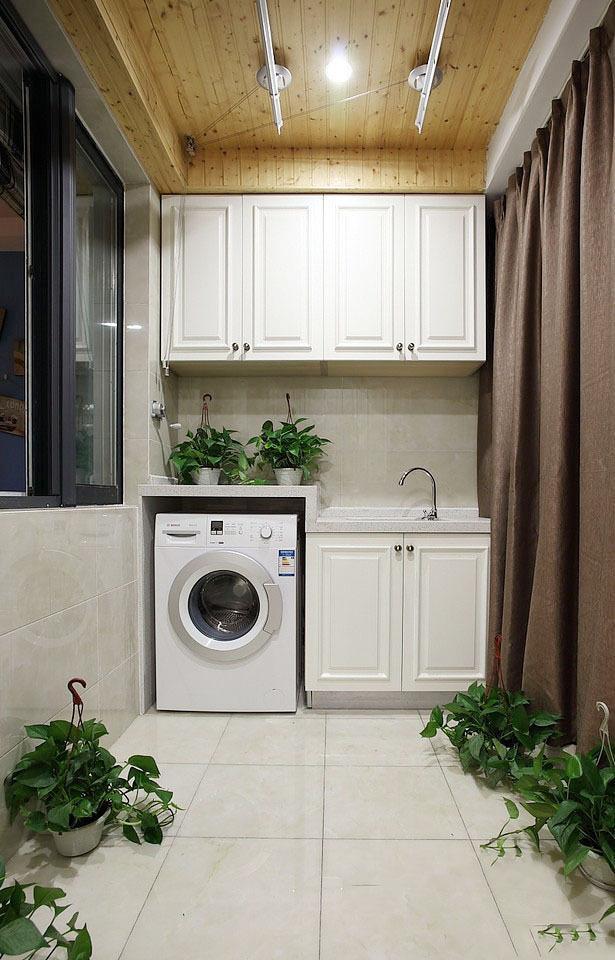 吊柜的设计可以用来存储收纳,需要手洗的衣服,也可以再阳台上就完成了图片