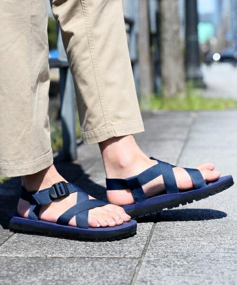 日本街头流行 凉鞋配白袜图片