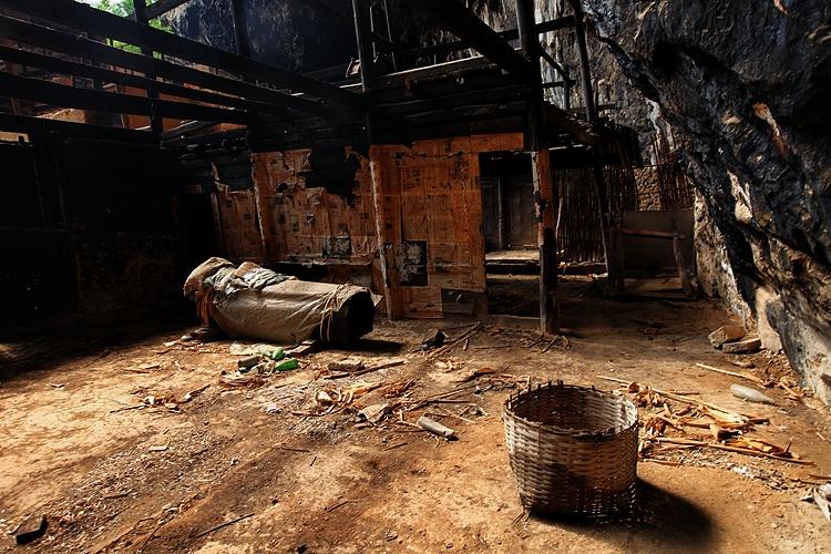 中国第一奇村:家家户户房子没有屋顶(云南连载) - 老鼠皇帝首席村妇 - 心底有路,大爱无疆