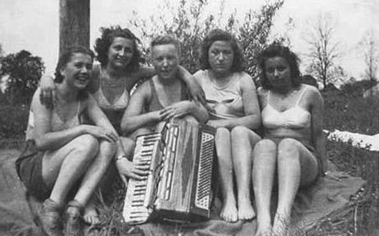 文化 正文  在纳粹统治时期,有成千上万名德国妇女到集中营和死亡营中