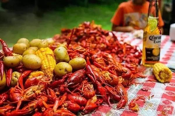 小龙虾怎么吃 小龙虾哪些部位可以吃 小龙虾怎么吃图解 孕妇吃小龙虾
