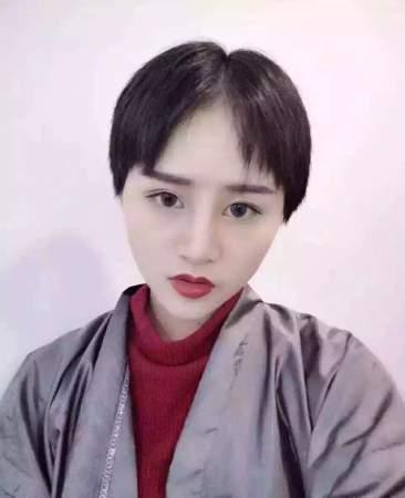 齐刘海短刘海留长的过程太痛苦了,看看下面美女图片