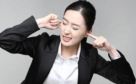 耳鸣久拖不治当心听力减退