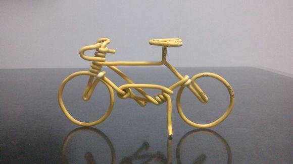 自行车轮胎还能做成有趣的吧台凳!图片