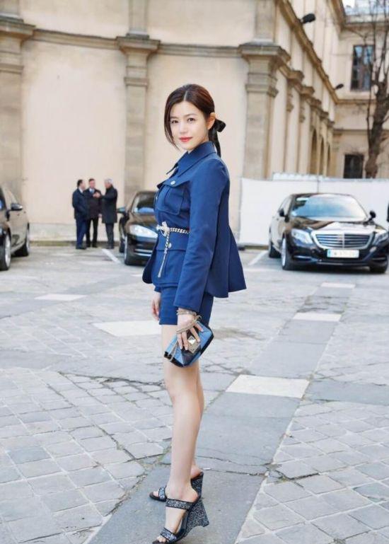 陈妍希�9g�[�xZ_陈妍希t恤衫 套裙 职业装搭配完美逆袭成功减龄