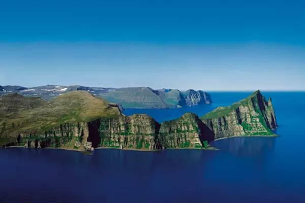假如你在冰岛旅游 那么在合适的时间和地点你就可以看到你梦寐以求的~梦幻极光