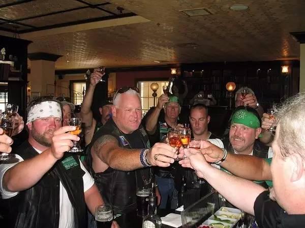 想在国外酒吧混得开?这些规矩你得懂!