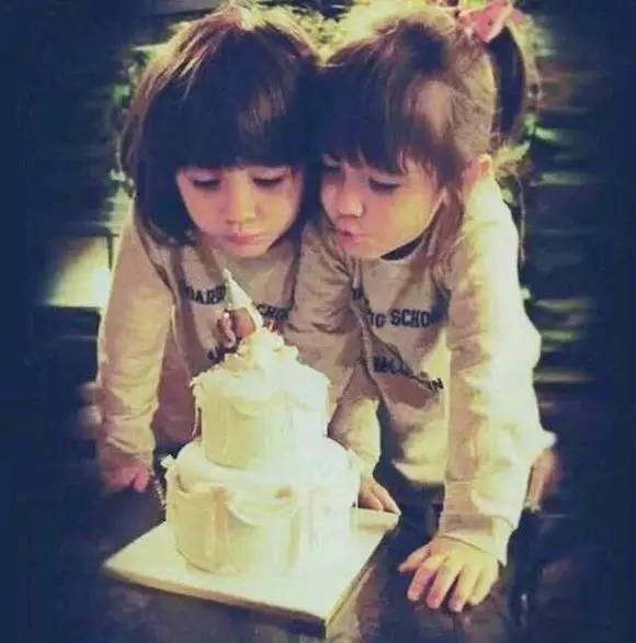 世界上最美的混血双胞胎长大后长成了这样