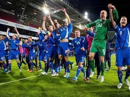 一个描述冰岛足球人口稀薄的段子:全国32万多