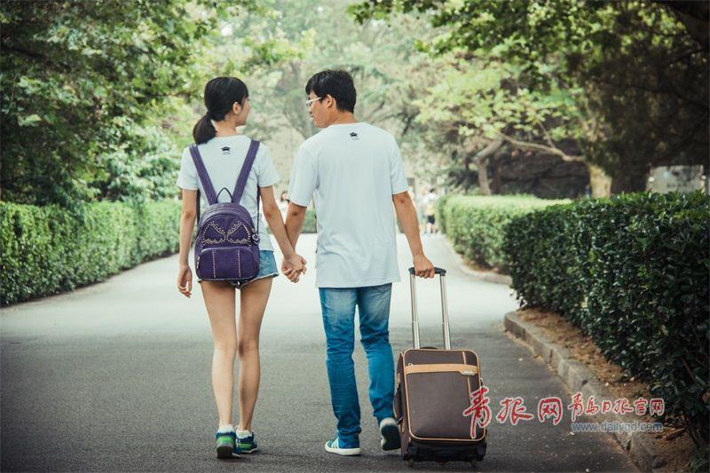 男女分手的照片_毕业不分手!青岛男女大学生别样爱情宣言(组图)