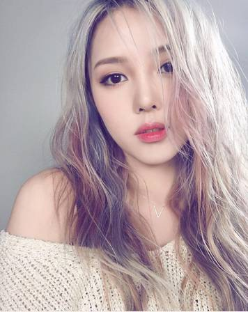 最流行的发色_郑爽发型换个色儿,让自己惊艳一把