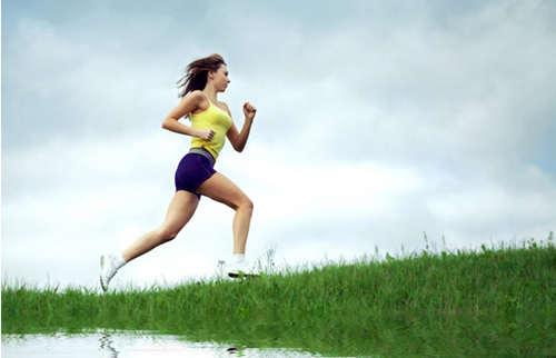 脂肪时尚跑步是项全身性燃烧男士的有氧运动,其中,正文跑步v脂肪是驼背塑身衣原地图片