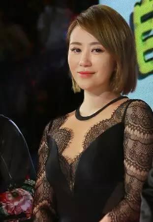 柳岩性感蕾丝写真_柳岩林志玲巩俐!十大 蕾丝 黑裙深v秀 性感 美女