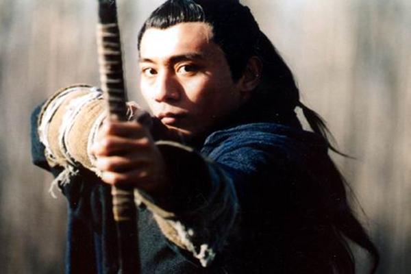 荆轲刺秦 是秦始皇武功太高 还是荆轲剑术不行