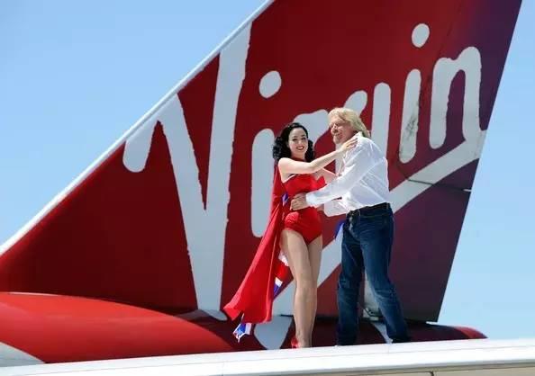 他创立了世间最潮的航空,也缔造了全球最任性的酒店帝国