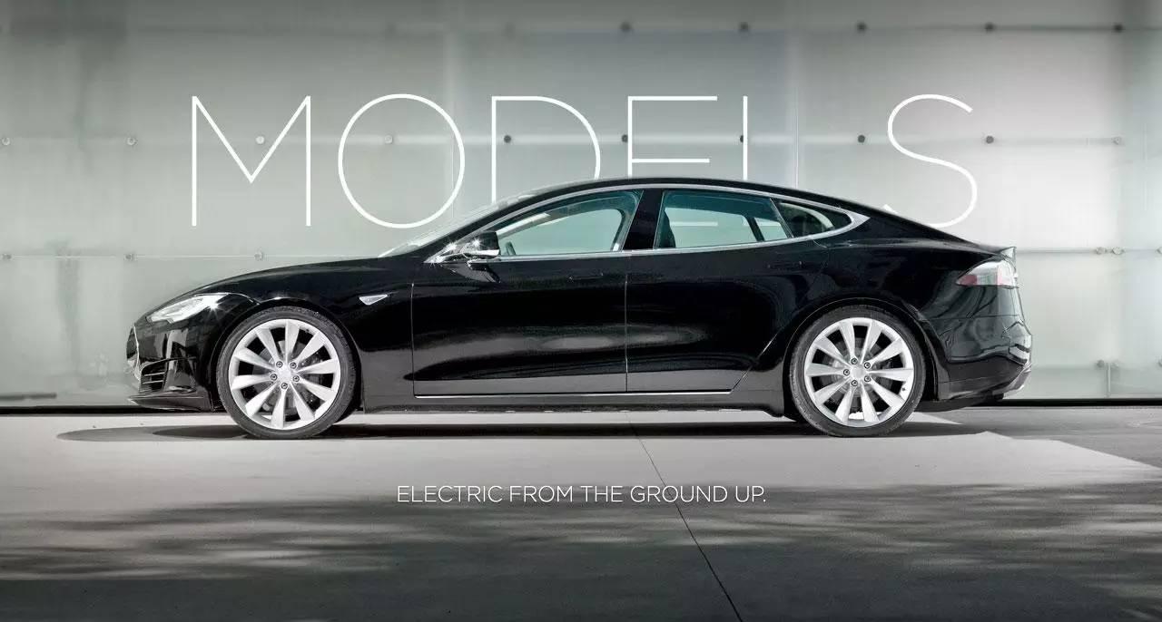 2006年,艾伯哈德在特斯拉官网一篇名为《态度》的开篇博客中写道传统大型汽车企业制造出来的电动汽车,续航里程有限、性能平平、外形一般。特斯拉汽车是为热爱驾驶的人们打造。我们不是为了最大限度降低使用成本,而是追求更好性能、更漂亮、更有吸引力。   2007年,危机集中爆发,而变速箱问题成为导火索。作为一辆堪比保时捷和法拉利的超级跑车,Tesla Roadster对高性能加速的要求非常高,这时候,普通电动车不配备多级变速箱的情况俨然不能满足Roadster的需求,因为异步电机在低转速的情况下功率输