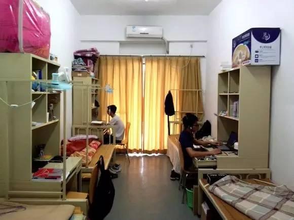 中山大学珠海校区的住宿条件一流,一间四人,有独立卫生间,宿舍配备图片