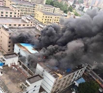 深圳一新能源车锂电池厂火灾后发生局部爆炸图片