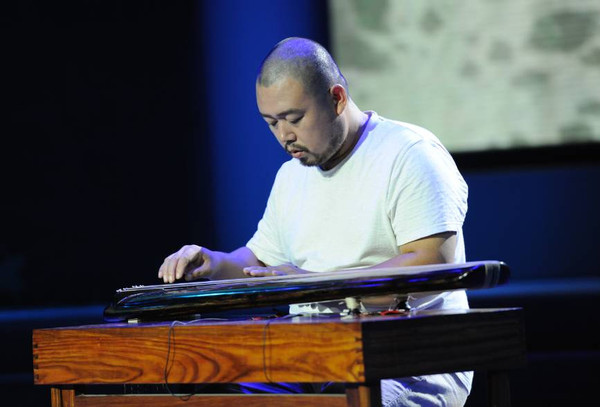 青年古琴演奏家李江伟 演奏《流水》图片