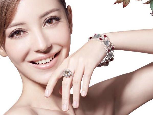 【珠宝秀场】让你年轻10岁的珠宝!