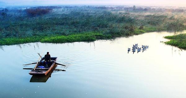 """一曲《弹起我心爱的土琵琶》使微山湖名扬中外.   换乘""""水上列车"""""""