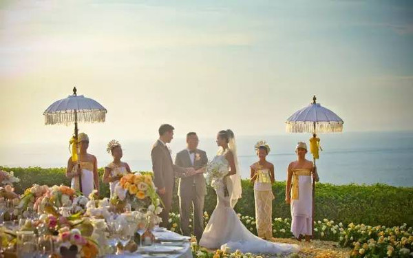 看到明星都去巴厘岛办婚礼?这几个海岛就笑了