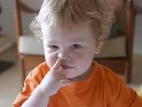 男童鼻子发臭 竟从鼻腔中取这(图)