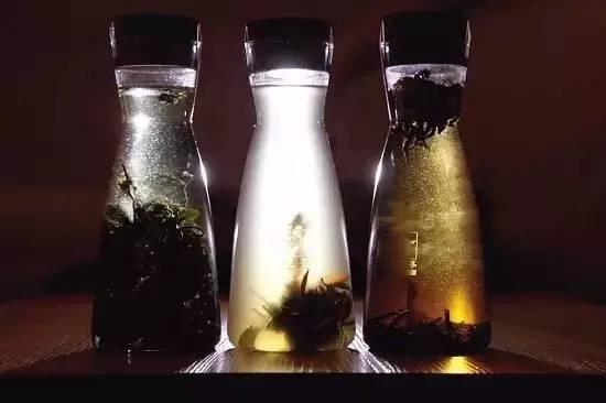 茶叶冷泡后可减少茶丹宁酸释出,饮用时可减少苦涩味,增加茶的口感.