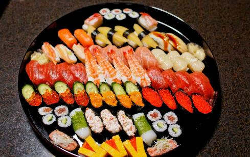 开寿司小店走向成功致富之路