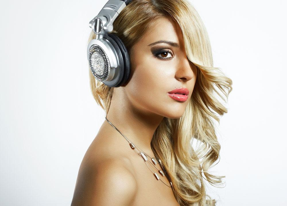 最黄色人体艺术_带耳机的惨痛经历 怎么戴耳机不伤耳