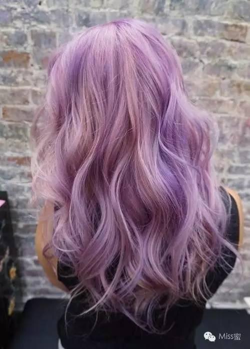渐变的粉紫色头发层次感会更强和更个性一些图片