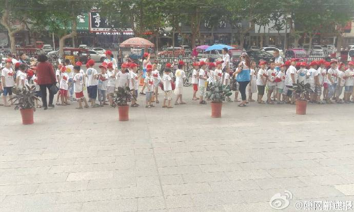 滕州小学生在肯德基门前列队喊爱国小学-搜狐教学设计方案信息化口号