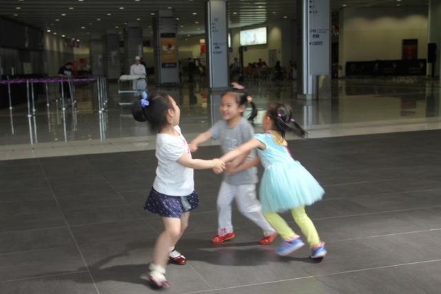 我和你,一起去新世纪广场和海绵宝宝玩游戏