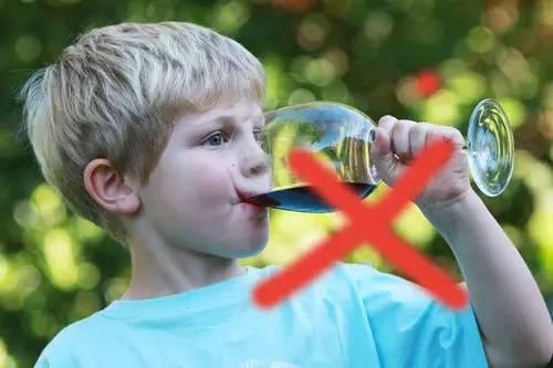 惨!家人给2岁孩子喝了这个,孩子智力倒退10个月!