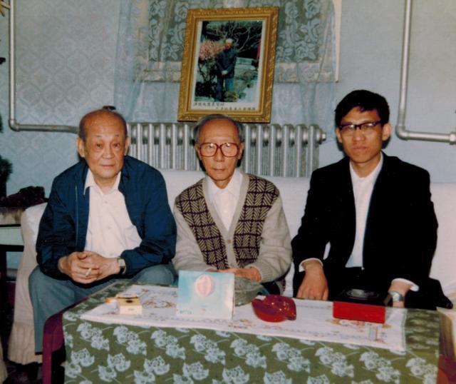 贾英华早年与李文达(左)在溥杰(中)家作客