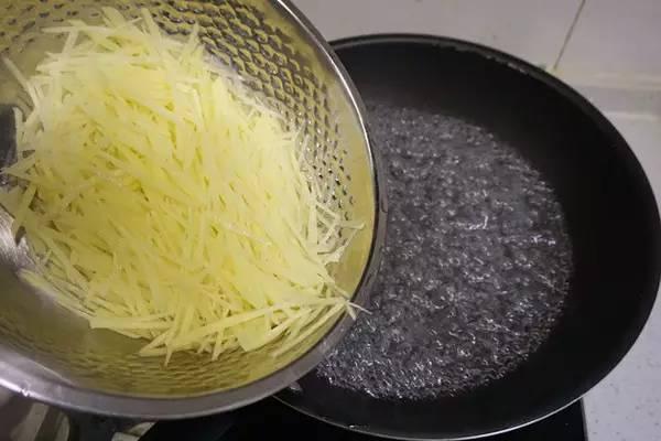 做土豆丝,只需一个小妙招,立马、香、辣、脆 - 瀛子 - 瀛の小笺