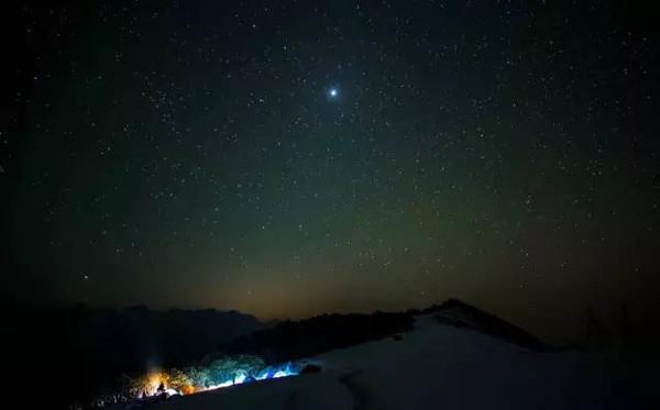 会有一波小型的流星雨经过.-在成都想看星空,来这里就对了图片
