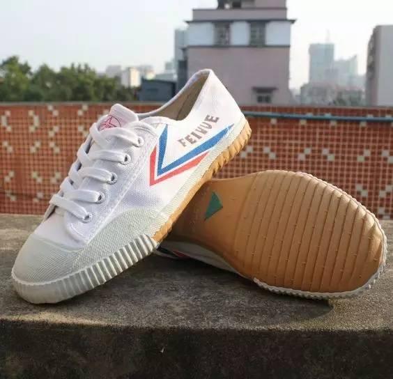 以球鞋为例,无论是解放鞋还是回力
