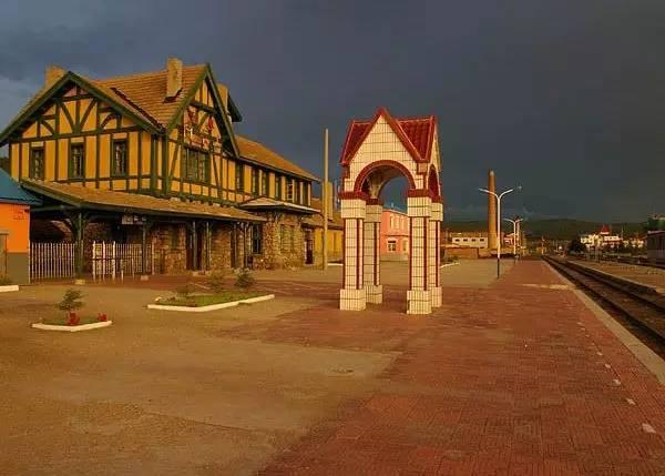 这里汇聚着日式建筑,欧式建筑和传统的蒙古包