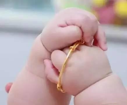 你的宝宝戴银镯子了吗