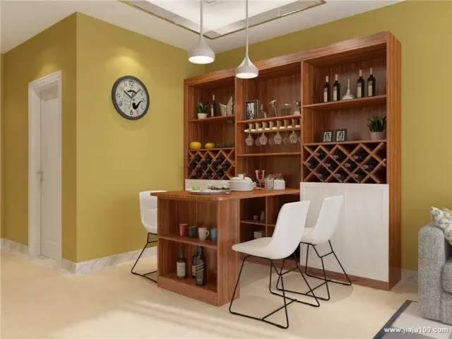 嵌入式,是把餐桌嵌入餐边柜,达到更统一美观的效果,连餐桌也可做成侧图片