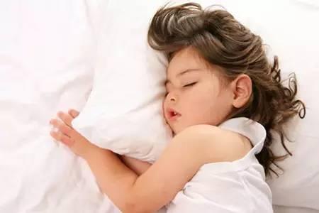 孩子一天睡几个小时最好?不同年龄段的睡眠时间表