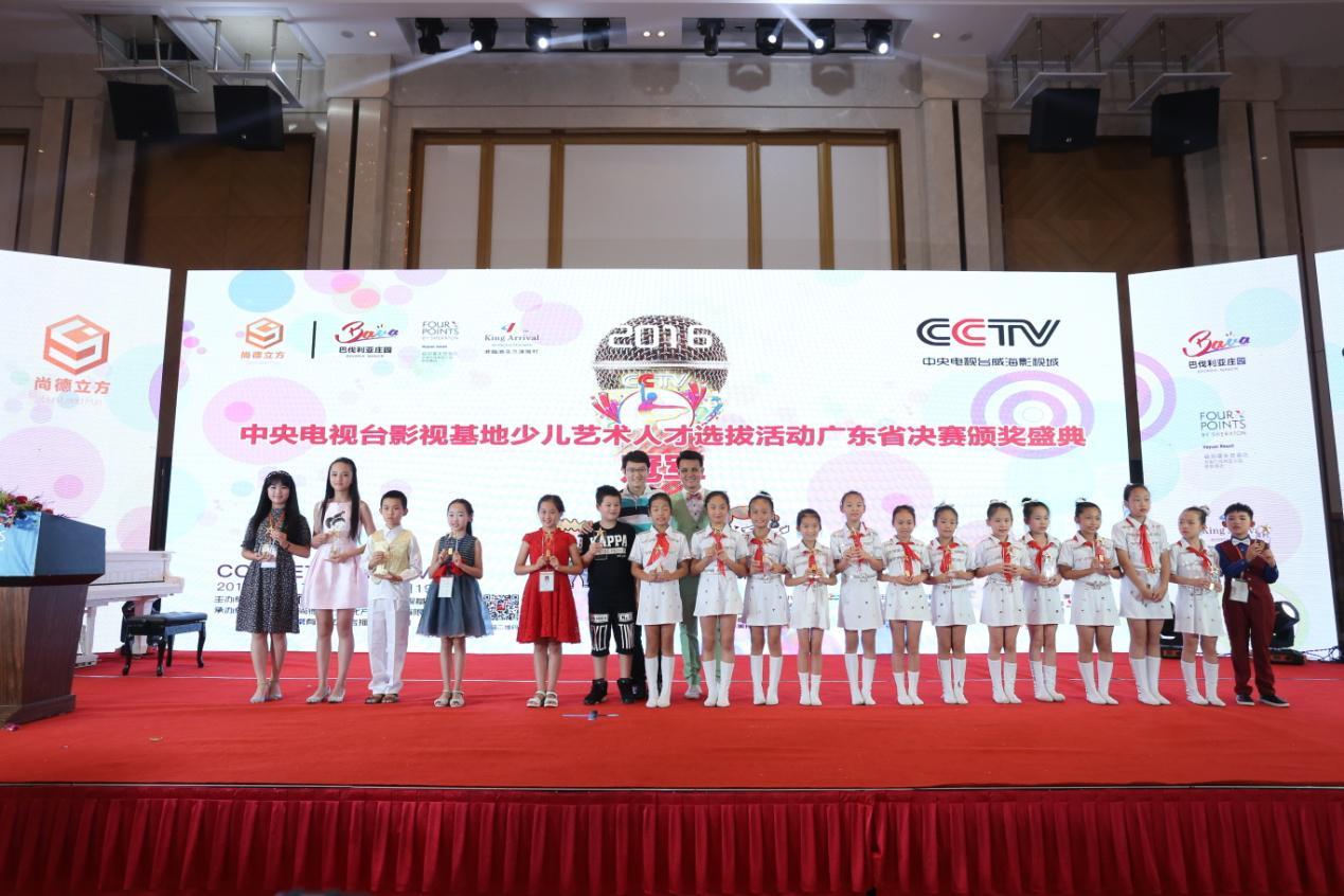 深圳语言艺术协会会长赵鹤女士