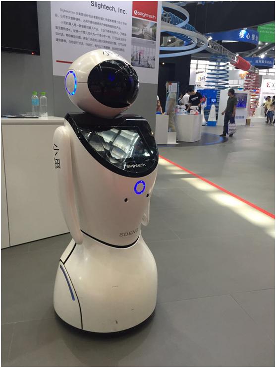 洛可可机器人创新设计破局前行 智能陪伴在身边图片