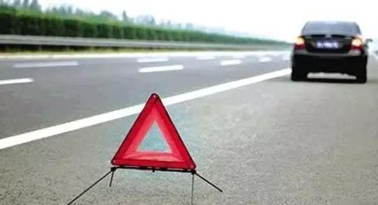 路遇小事故 解决别堵路