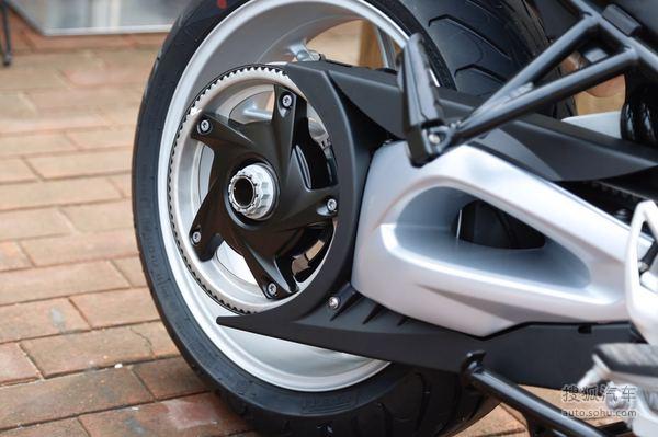 宝马f800 gt配备798cc并列双缸水冷发动机