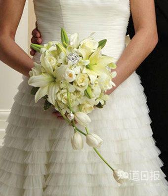 新娘为啥要拿捧花?真相让人崩溃
