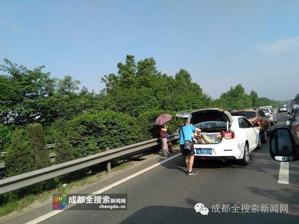 成彭高速5车追尾 建议绕道龙桥