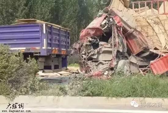 月30日早上,馆陶高速口发生严重车祸,两辆货车撞在了一起,其中一
