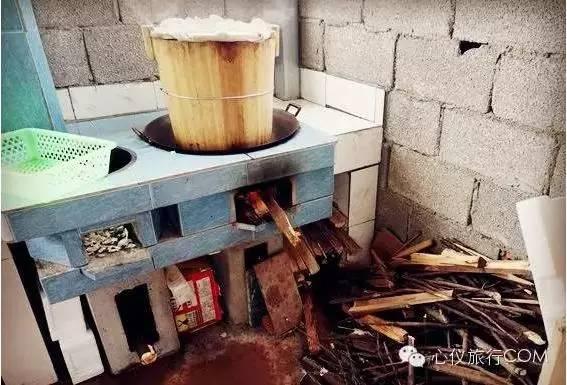 实打实的柴火木桶煮饭!